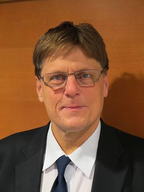 Etelä-Pohjanmaan ylilääkäri Matti Rekiaro kertoo sairaanhoitopiirin panostaneen erityisesti tartuntaketjujen nopeaan jäljittämiseen.