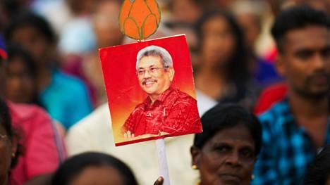 """Perhe kutsuu 70-vuotiasta presidenttiehdokas Gotabhaya Rajapaksaa """"Terminaattoriksi""""."""