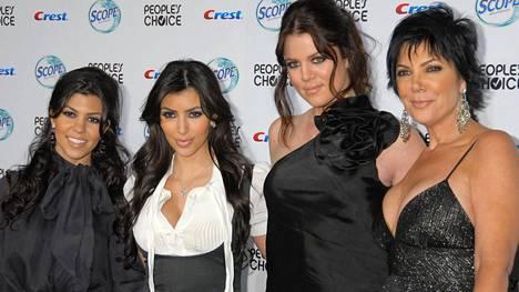 Tältä Kourtney, Kim, Khloé ja Kris Jenner näyttivät sarjan alussa, vuonna 2007.