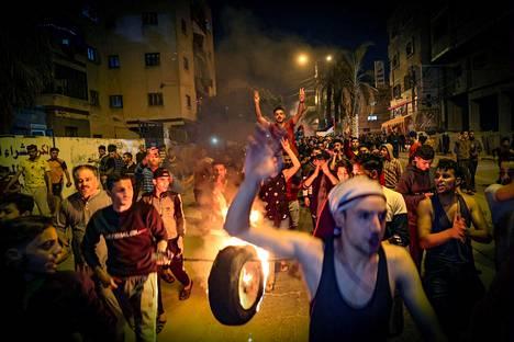 Palestiinalaiset osoittivat mieltään liikkumisrajoituksia ja Itä-Jerusalemin tilannetta vastaan Gazassa 24. huhtikuuta.