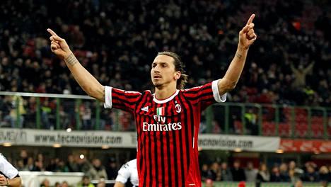 Zlatan Ibrahimovic palaa AC Milanin paitaan. Kuva vuodelta 2011.