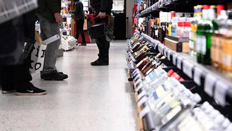 Pienpanimoiden oluet, mocktailit, uudet roseeproseccot ja kahden raaka-aineen drinkit sekä kuohuviinidrinkit kiinnostavat suomalaisia.