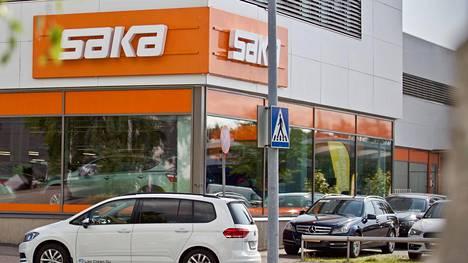 Sakan liiketoimintamalliin kuuluvat paitsi digitaalinen kaupankäynti ja erilaiset palvelut, myös 21 autoliikkeen maanlaajuinen myymäläverkosto.