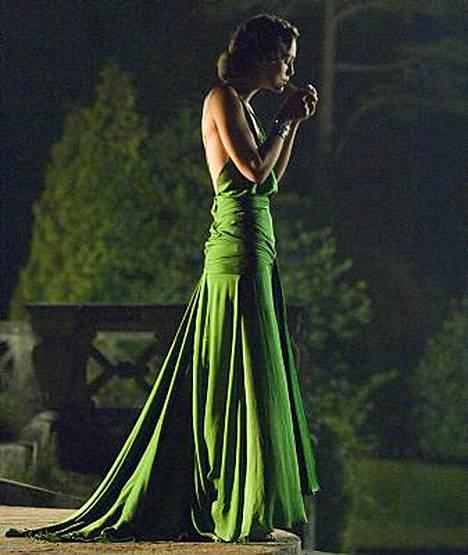Sky Movies -kanava ja In Style -lehti panivat kauneimmat elokuvavaatteet järjestykseen. Voittaja oli Keira Knightleyn asu elokuvassa Sovitus.