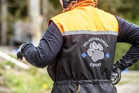 Luotonen kuuluu sekä Espoossa että Vantaalla pelastuskoirien yhdistyksiin. Hän tykkää järjestää erilaisia tapahtumia harrastuksen parissa.