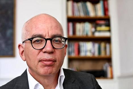 Kohukirjan kirjoittanutta Michael Wolffia on joskus syytetty kuvailemiensa keskustelujen ja tilainteiden keksimisestä.