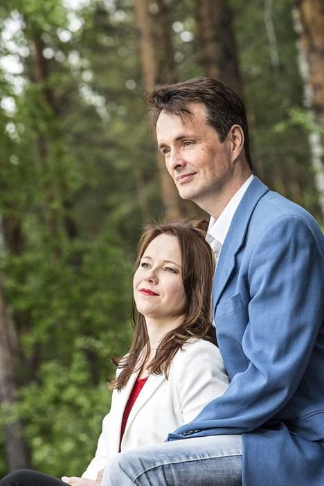 Laulaja meni naimisiin nykyisen vaimonsa Leena Hiltusen kanssa vuonna 2017.