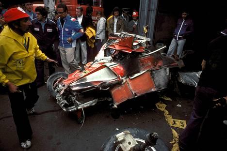 Laudan Ferrari murskautui vakavassa onnettomuudessa.