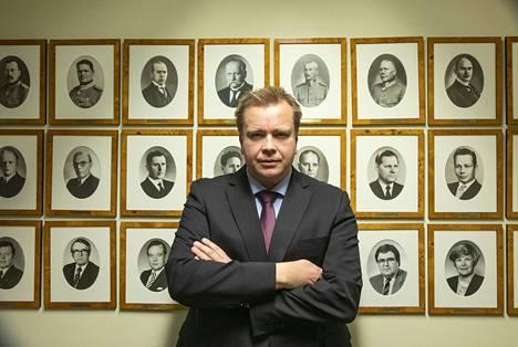 Antti Kaikkonen laittoi Twitter-tililleen popcorn-kuvakkeita 4. marraskuuta. Kaikkonen kertoo, että popparikuvat liittyivät Yhdysvaltojen presidentinvaalien ääntenlaskentaan, jota hän seurasi kiinnostuksella. Kaikkonen toivoo, että Joe Bidenin valitseminen Yhdysvaltojen presidentiksi palauttaa Yhdysvallat kansainvälisiin neuvottelupöytiin.