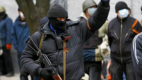 Venäjää kannattavat aktivistit ovat Ukrainan poliisin mukaan vallanneet kaksi rakennusta Itä-Ukrainan Slavianskissa. Poliisin mukaan valtaajat ottivat haltuunsa ensin poliisiaseman ja myöhemmin turvallisuuspalvelun rakennuksen.
