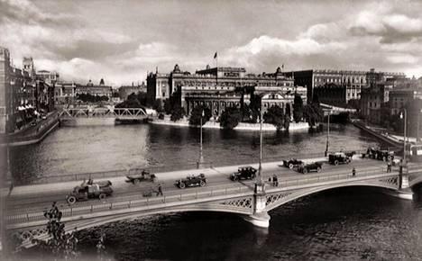 Tove Jansson opiskeli Tukholmassa 1930–33. Kuva vuodelta 1930.