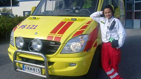 Näyttelijä Outi Alanen kouluttautui hoitoalalle vuonna 2008.