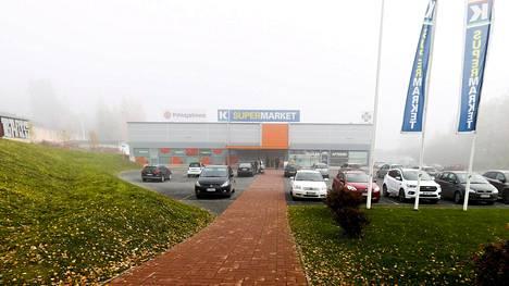 Tamperelainen K-supermarket Villilä arkistokuvassa. Tuomittu mies ei toimi enää kyseisen kaupan kauppiaana.