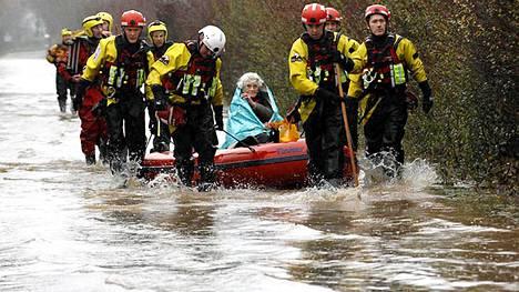 Diana Mallowsia, 90, pelastettiin North Curryssa tulvan saartamasta talosta, jossa hän oli ollut eristyksissä neljän päivän ajan.