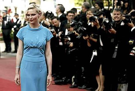 Näyttelijä Kirsten Dunst oli mukana ohjaajan roolissa.
