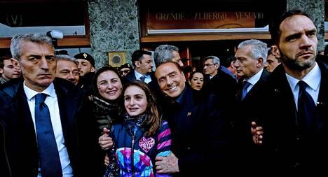 Berlusconi kampanjoi lauantaina Napolissa. Italian parlamenttivaalit pidetään sunnuntaina.