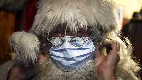 Myös Joulupukki joutuu varautumaan koronatoimenpiteisiin.