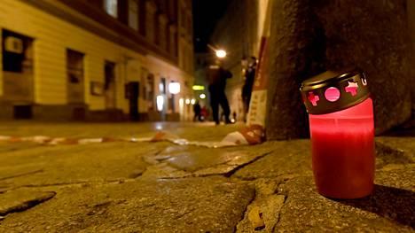 Itävallan pääkaupungissa Wienissä tehdyssä terrori-iskussa kuoli viisi ihmistä, joista yksi oli tekoon osallistunut hyökkääjä.
