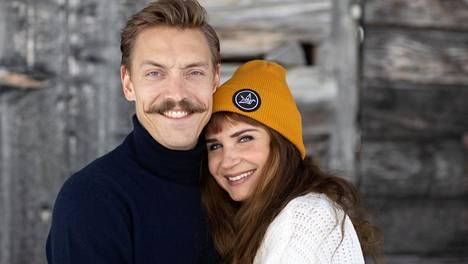 Perttu ja Karoliina Lindgrenillä on aina ollut yhteiset varat, vaikka mies on tienannut selvästi enemmän.