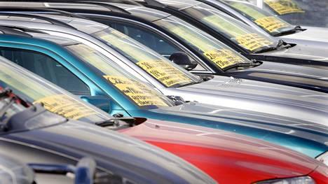 Vaihtoautoja on nyt varastoissa paljon ja hinnat ovat sen mukaiset. Arkistokuva.