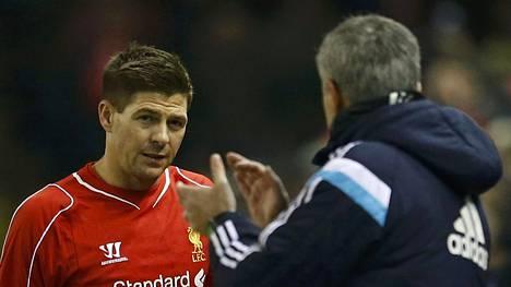 Jose Mourinho antoi Steven Gerrardille aplodit Chelsean ja Liverpoolin kohdatessa tiistaina.