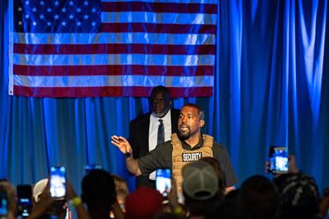 Kanye West kuvattuna ensimmäisessä vaalikampanjatilaisuudessaan.
