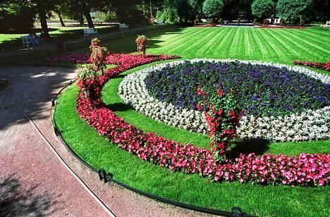 Paul Olsson suunnitteli Helsingissä sijaitsevan Eiranpuiston yhdessä isänsä Svante Olssonin kanssa.