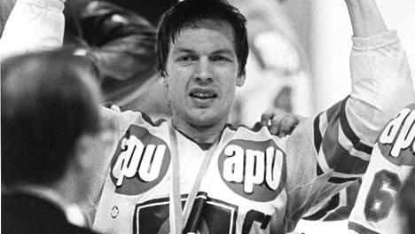 Koivulahti pääsi nostamaan Kanada-maljaa viidesti pelaajaurallaan. Kuva keväältä 1982.