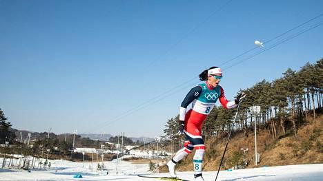 Uransa viimeiseksi jääneessä olympiastartissa 2018 Marit Björgen voitti 30 kilometrin yhteislähdön kultaa lähes kahden minuutin erolla hopeamitalisti Krista Pärmäkoskeen.