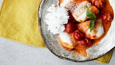 Helppo ja herkullinen kalacurry maistuu keitetyn riisin tai pehmeän leivän kanssa.
