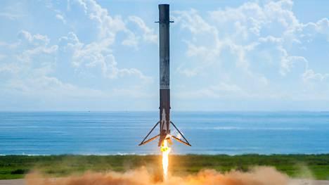 SpaceX:n Falcon 9:n kantoraketti laskeutui onnistuneesti proomulle 7. syyskuuta. Raketin kehityshistoriaan mahtuu kuitenkin paljon räjähdyksiä sekä rautaromua, mistä yhtiö on nyt koostanut näyttävän videon.