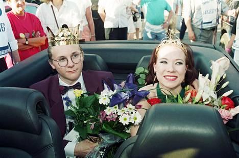 Tiina Räsänen kruunattiin tangokuningattareksi heinäkuussa 1994. Saman vuoden tangokuningas oli nuorena traagisesti menehtynyt Sauli Lehtonen.