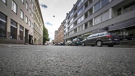 19-vuotiaan pojan epäillään surmanneen vuonna 1953 syntyneen äitinsä viikonloppuna Helsingin Lönnrotinkadulla.