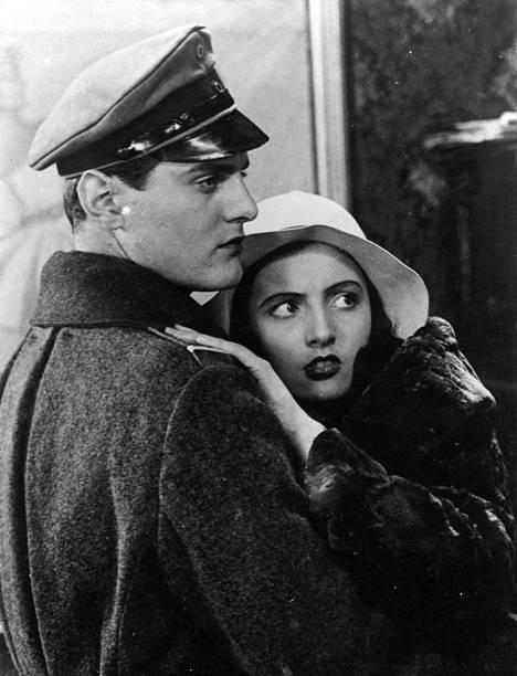 Elokuvakriitikot olivat kiinnostuneempia Jääkärin morsian -elokuvan naistähdistä kuin Tauno Palosta vuonna 1931. Taunon vastanäyttelijänä oli Hanna Taini.