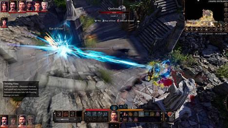 Jo ennakkojulkaisussa pelaajan käytettävissä on 150 erilaista loitsua. Tässä paiskotaan jäätä vihollisen niskaan. Vasemmassa yläkulmassa näkyy hahmojen toimintajärjestys taistelussa, siinä on sekaisin omia ja vihollisia.