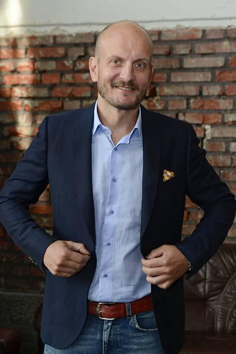 Hans Välimäki on useiden ravintoloiden omistaja ja keittiömestari. Hans on tunnettu myös useista television ruokaohjelmista.