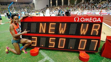 Genzebe Dibaba teki 1500 metrin maailmanennätyksen viime perjantaina.