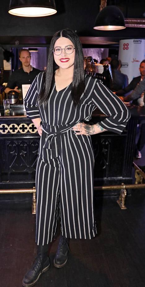 Sara Forsberg on nähty myös useissa tv-ohjelmissa, kuten Talentissa ja Pallon ympäri -ohjelmassa.