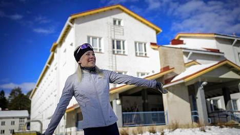 Tässä koulussa nykyään Ristijärven keskustassa harvoin vieraileva Kaisa Mäkäräinen kävi 1990-luvulla yläkoulunsa ennen Sotkamon hiihtolukiota. Hänen äitinsä työskenteli koulussa fysiikan ja matematiikan opettajana.