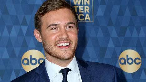 Unelmien poikamies Peter Weberin epäillään rakastuneen The Bachelor -sarjan tuottajaan.