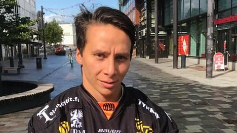 Anrei Hakulinen on saanut uransa lentoon KooKoossa.