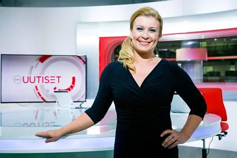 Nykyisin MTV:n uutisankkurina työskentelevä Kirsi Alm-Siira viihtyy työssään.