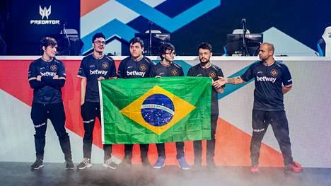 Brasilialainen Ninjas in Pyjamas on yksi pelin suosituimmista joukkueista.