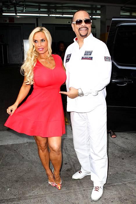 Pian 14 vuotta naimisissa olleet Coco Austin ja Ice-T odottavat uutta perheenjäsentä onnesta soikeina.