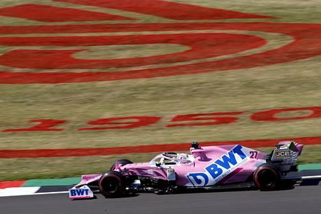 F1-kauden kiistanalaisin auto Nico Hülkenbergin ohjastuksessa Silverstonessa.