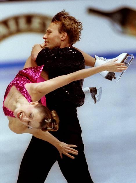 Susanna Rahkamo ja Petri Kokko voitokkaassa EM-ohjelmassaan Saksan Dortmundissa vuonna 1995.