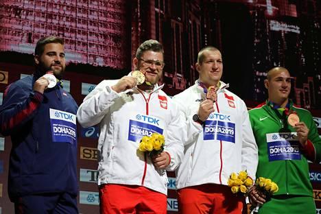 Miesten moukarin mitalinelikko eli Ranskan MM-hopeamitalisti Quentin Bigot (vas.), Puolan MM-voittaja Pawel Fajdek sekä MM-pronssimitalistit Puolan Wojciech Nowicki ja Unkarin Bence Halasz.