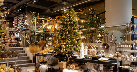 Tänä vuonna joulutrendeissä on eroteltavissa vahvoja ääripäitä.