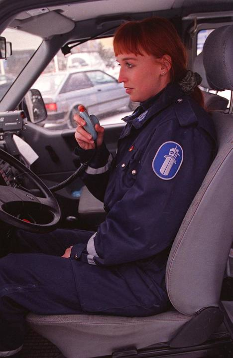 Jutta Gustafsberg tunnettiin vuonna 2001 Jutta Virtasena. Tuolloin hän työskenteli poliisina Jyväskylässä.