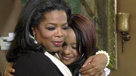 Oprah Winfrey halaa Whitney Houstonin Bobbi-tytärtä.